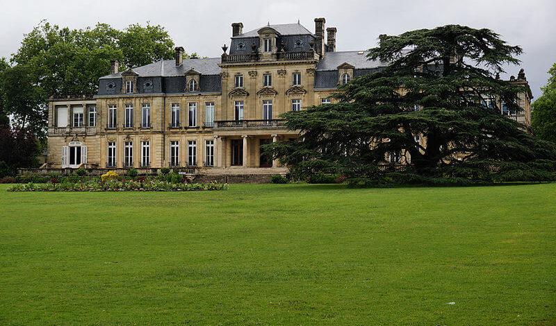 800px-Château_Bourran_sous_la_pluie_Merignac_33 (1)